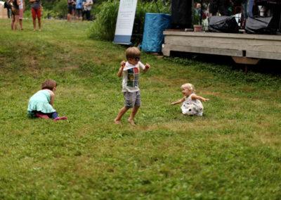 adorable-dancing-kids
